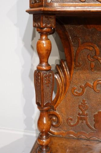 "17th century - Italian ""prie Dieu"", In Carved Walnut, 17th Century"