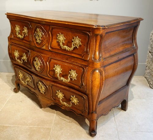 Furniture  - Lyonnaise Louis XV chest of drawers