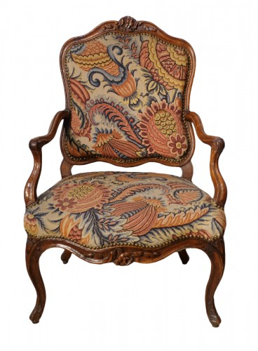 French Louis XV walnut armchair, Lyon 18th century