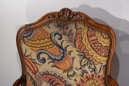 French Louis XV walnut armchair, Lyon 18th century - Louis XV