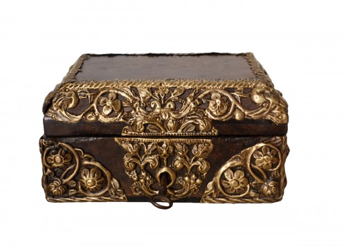 "Box in walnut and ""repoussé brass"", 17th century"