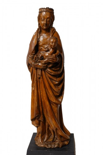 Beautiful Madonna and Child carved in walnut circa 1500