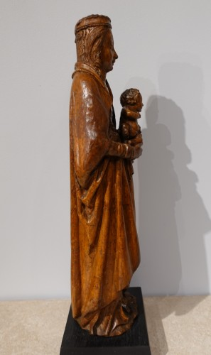 Beautiful Madonna and Child carved in walnut circa 1500 - Sculpture Style Middle age