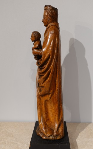 <= 16th century - Beautiful Madonna and Child carved in walnut circa 1500
