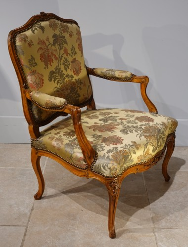 "Antiquités - Louis XV armchair stamped ""Falconet"""