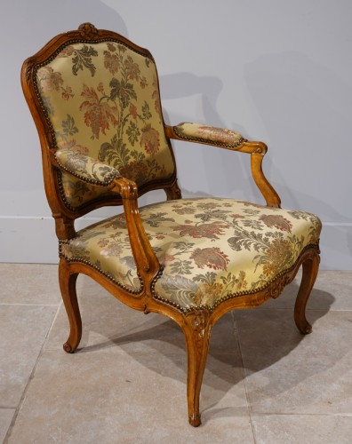 "Antiquités - Louis XV armchair stamped ""FRC Reuze"""