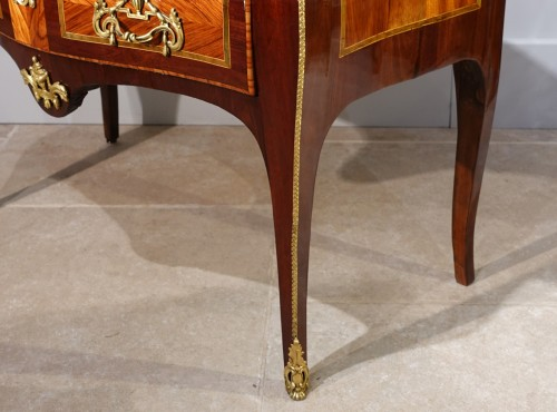 """French chest of drawers Louis XV, """"sauteuse"""", stamped by J. Holthausen -"""