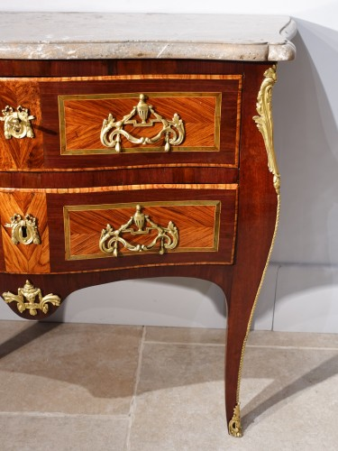 """French chest of drawers Louis XV, """"sauteuse"""", stamped by J. Holthausen - Louis XV"""