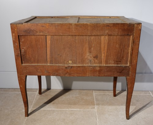 """Louis XV - French chest of drawers Louis XV, """"sauteuse"""", stamped by J. Holthausen"""