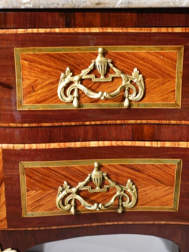 """Antiquités - French chest of drawers Louis XV, """"sauteuse"""", stamped by J. Holthausen"""