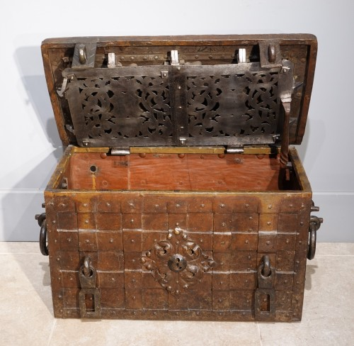 17th century - 17th century wrought iron marine chest