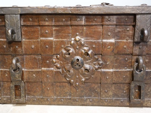 Antiquités - 17th century wrought iron marine chest