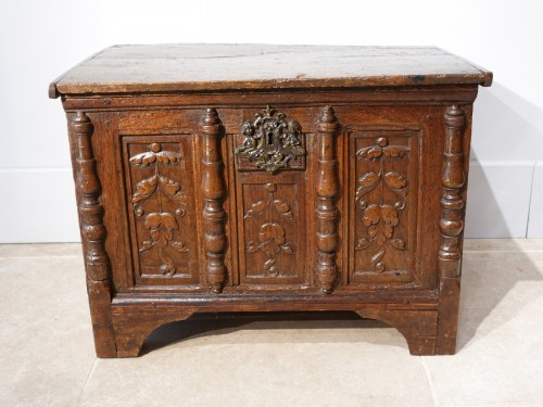 Small Renaissance Oak Chest, Late 16th Century - Furniture Style Renaissance