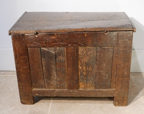 Small Renaissance Oak Chest, Late 16th Century - Renaissance