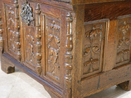 Renaissance - Small Renaissance Oak Chest, Late 16th Century
