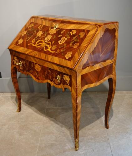 "French Louis XV Bureau ""dos d'âne""  flower marquetry -"
