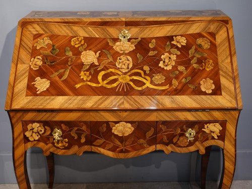 "Antiquités - French Louis XV Bureau ""dos d'âne""  flower marquetry"