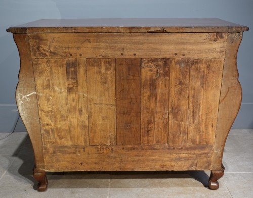 Louis XV - French Louis XV chest of drawers in walnut