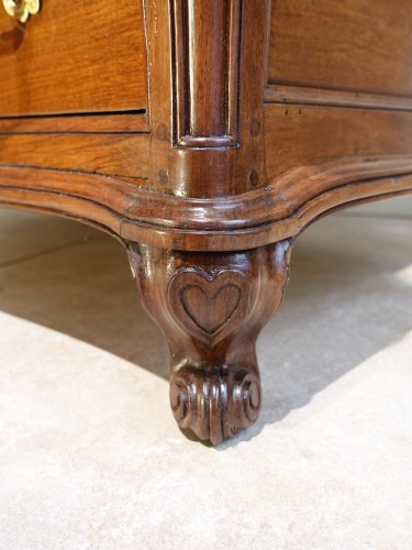 Antiquités - French Louis XV chest of drawers in walnut