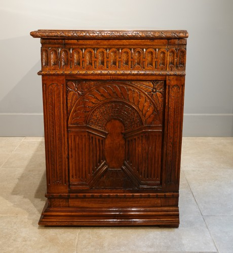 <= 16th century - French Renaissance chest, walnut, decorated with &quot;perspectives&quot;, 16th centu