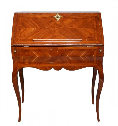 "French Louis XV desk called ""dos d'âne"", plum veneer"