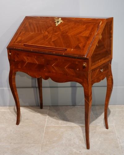 "Furniture  - French Louis XV desk called ""dos d'âne"", plum veneer"