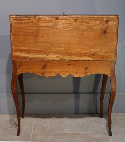 "Louis XV - French Louis XV desk called ""dos d'âne"", plum veneer"
