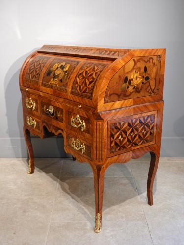 """French Louis XV Desk Called """"cylindre"""", Marquetry, 18th Century - Furniture Style Louis XV"""