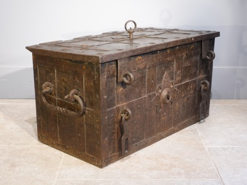 """Iron Chest Said """"of Corsair"""" , Germany - Nürnberg"""" , 17th Century - Furniture Style Louis XIV"""