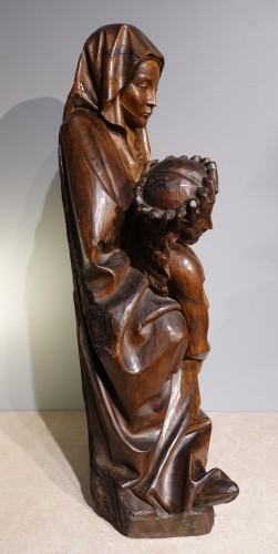 French Pieta In Carved, Walnut, Late 15th Century - Sculpture Style Middle age