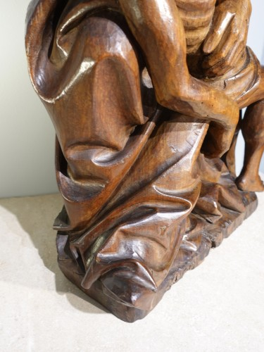Antiquités - French Pieta In Carved, Walnut, Late 15th Century