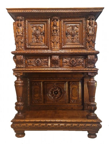 Renaissance walnut and oak credenza Dresser circa 1570/1580