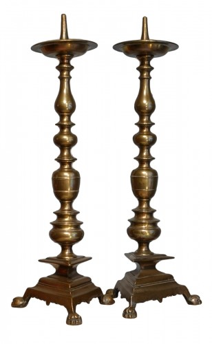 Pair of important bronze candlesticks from the 17th century