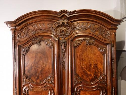Lyonnaise Regency cabinet, in walnut, early 18th century - Furniture Style French Regence