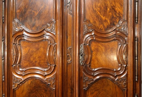 Furniture  - Lyonnaise Regency cabinet, in walnut, early 18th century