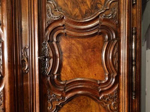 Lyonnaise Regency cabinet, in walnut, early 18th century -