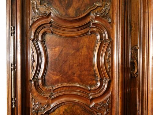 18th century - Lyonnaise Regency cabinet, in walnut, early 18th century