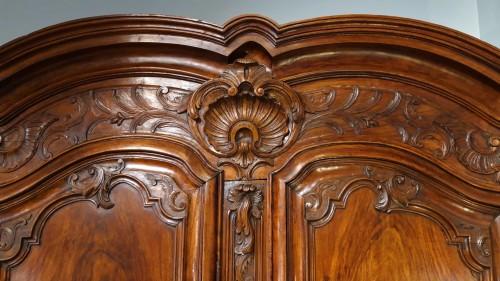 Lyonnaise Regency cabinet, in walnut, early 18th century - French Regence
