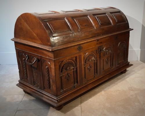 Renaissance walnut curved chest - circa 1580 -