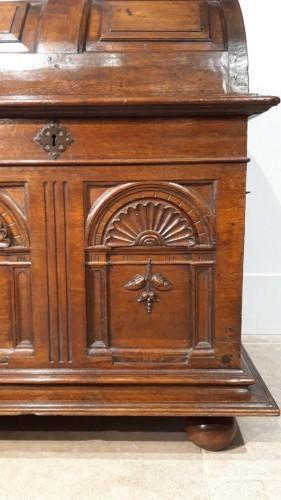 <= 16th century - Renaissance walnut curved chest - circa 1580