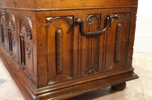 Renaissance - Renaissance walnut curved chest - circa 1580