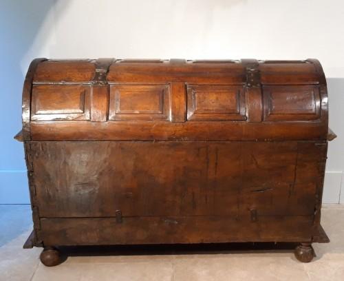 Antiquités - Renaissance walnut curved chest - circa 1580