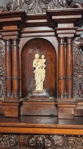 Sideboard in walnut early 17th century -