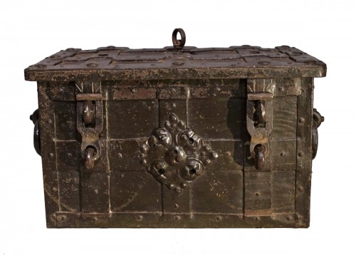 """Small Nüremberg """"iron chest from the 17th century"""