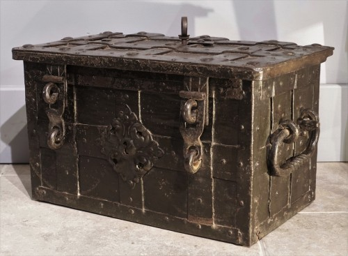 """Small Nüremberg """"iron chest from the 17th century - Furniture Style Louis XIII"""