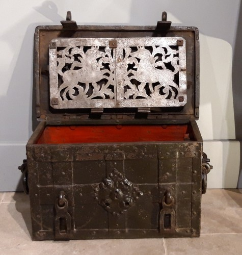 """17th century - Small Nüremberg """"iron chest from the 17th century"""