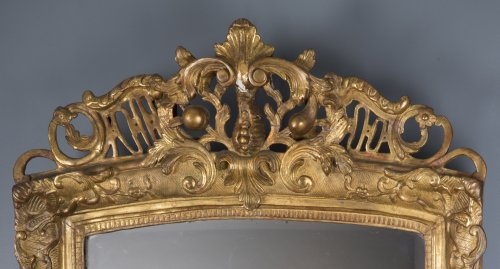 A French Regence period giltwood mirror - Mirrors, Trumeau Style French Regence