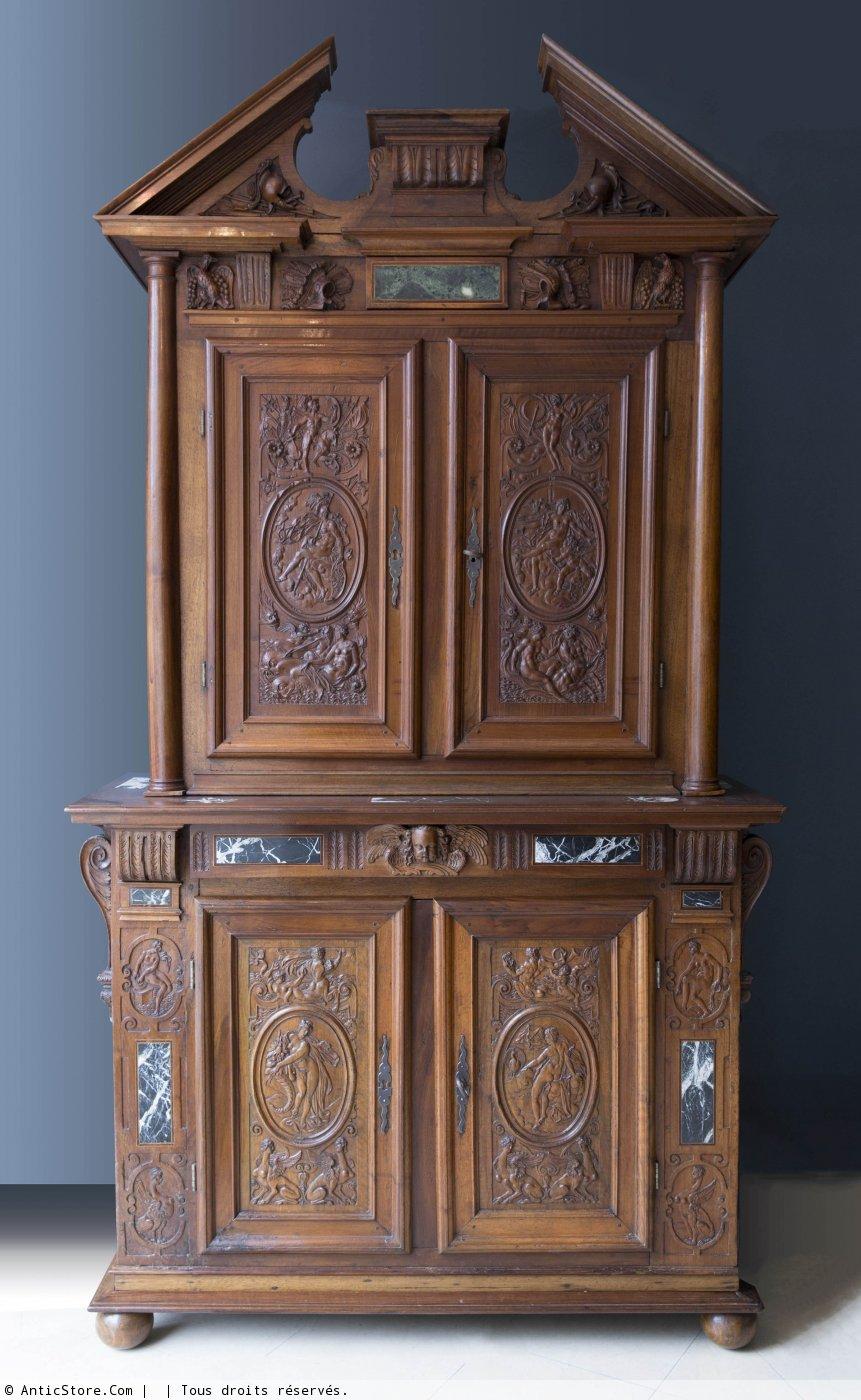 armoire deux corps en noyer d poque renaissance xvie si cle. Black Bedroom Furniture Sets. Home Design Ideas