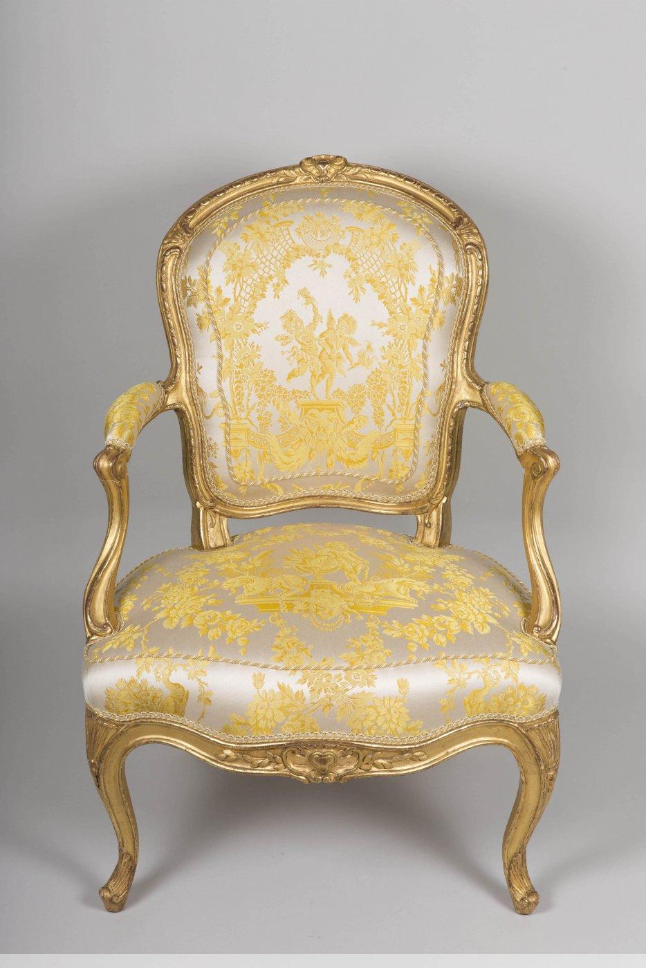 paire de fauteuils en bois dor d 39 poque louis xv estampill s tilliard xviiie si cle. Black Bedroom Furniture Sets. Home Design Ideas
