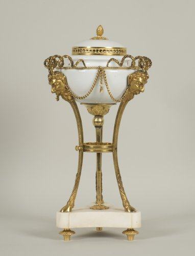 Decorative Objects  - Louis XVI Pot Pourri
